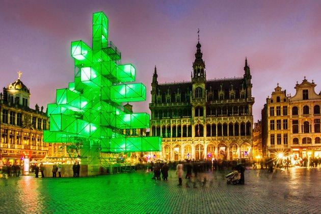 Brussels-Christmas-Tree | The Sleepless Reader