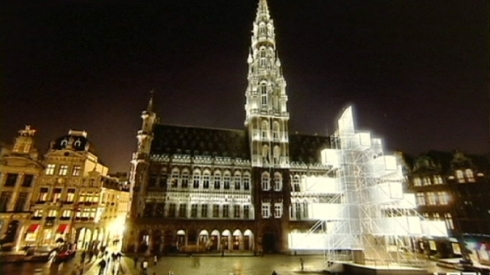 img_606X341_1211-Christmas-Tree-Polemics-Brussels (1)